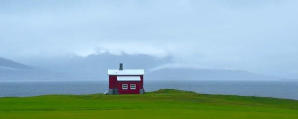 Lonely Icelandic House 125x50cm