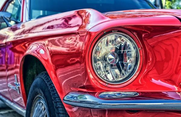 Ford Mustang Bild im LED-Leuchtrahmen - Leuchtbilder von Lumiframes Bilder-rahmen poster rahmen kunst-drucke led-leuchten foto-rahmen leucht-kasten werbe-banner foto Leinwand-bild Wandbild Wand-deko