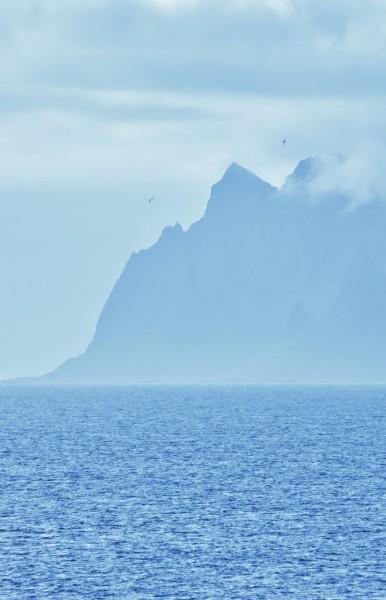 Icelandic Mountain Peaks 90x140cm