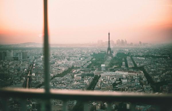 Paris Bild im LED-Leuchtrahmen - Leuchtbilder von Lumiframes Bilder-rahmen poster rahmen kunst-drucke led-leuchten foto-rahmen leucht-kasten werbe-banner foto Leinwand-bild Wandbild Wand-deko
