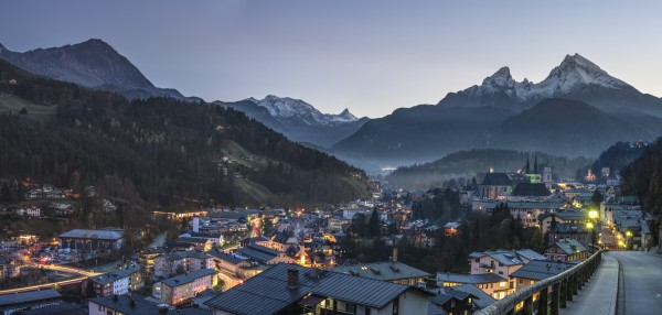Berchtesgaden Bild im LED-Leuchtrahmen - Leuchtbilder von Lumiframes Bilder-rahmen poster rahmen kunst-drucke led-leuchten foto-rahmen leucht-kasten werbe-banner foto Leinwand-bild Wandbild Wand-deko